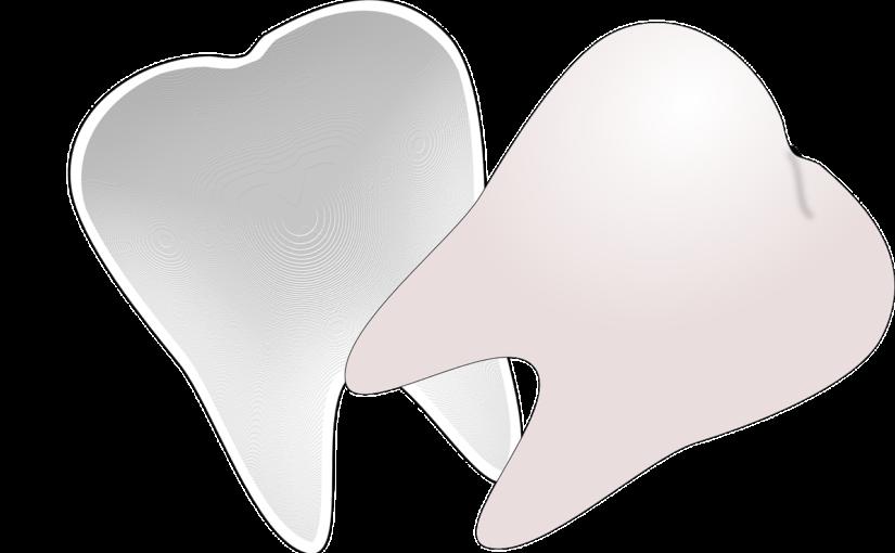 Śliczne zdrowe zęby również świetny przepiękny uśmieszek to powód do zadowolenia.